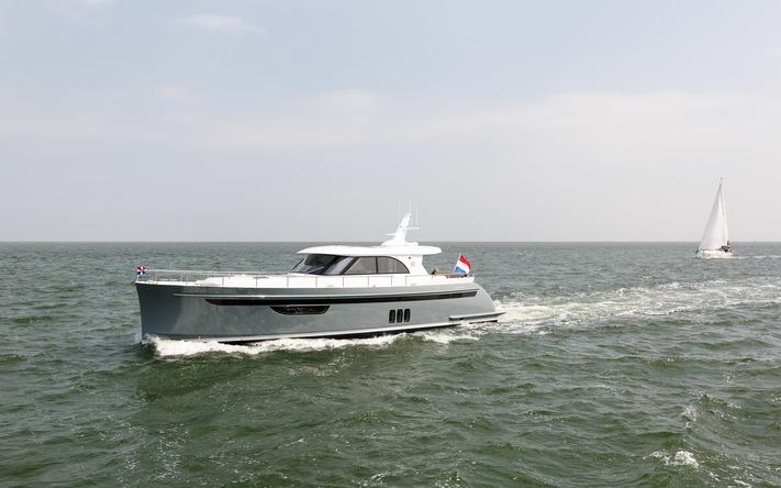 HARLINGEN / TERSCHELLING - Steeler Yachts Hans en Isabelle Webbink. Waddenzee. KNRM. Reddingsboot COPYRIGHT Wilbert Bijzitter